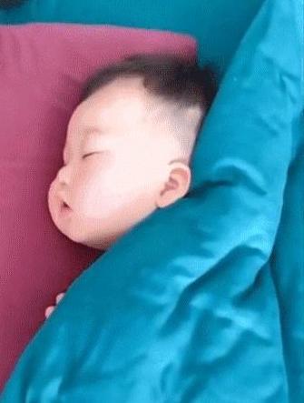 你永远猜不到人类幼崽被子下的睡姿!看到第一个已笑疯哈哈哈哈哈