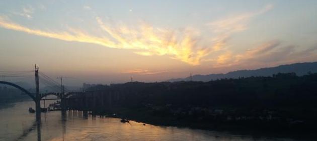 可遇不可求的朝霞美景-天空出现如此逼真的龙形图案