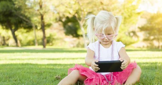 """为了玩手机,孩子上演""""游击战""""家长应该如何帮助孩子戒掉手机瘾"""