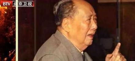 董必武病逝后,毛主席悲伤得断食,听了一天录音,用六个字悼念他