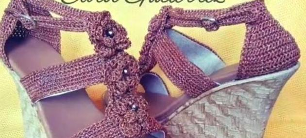 我们家从不买鞋子啊!穿的都是老妈编织的,妈妈我爱你!