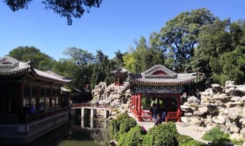 北京北海公园览胜(七律)