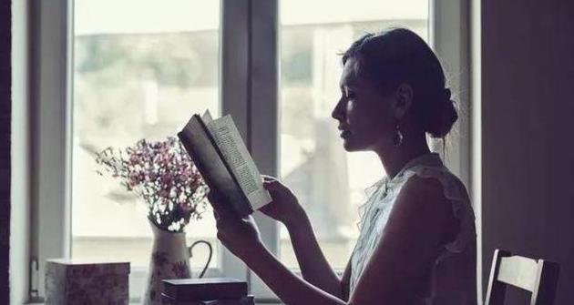 形容女人气质优雅漂亮的句子,生活中夸赞女人最经典的句子