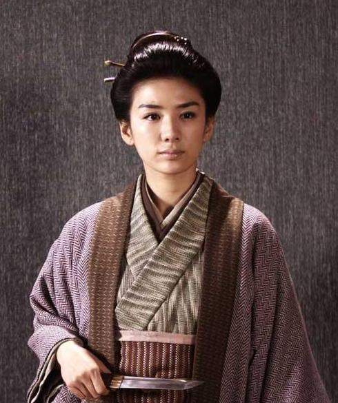 诗赞中国《十大巾帼英雄》