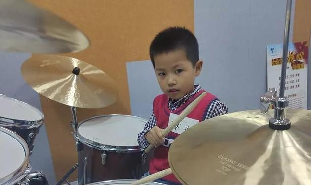 节奏是音乐的骨骼,架子鼓是很多孩子的第一件启蒙乐器