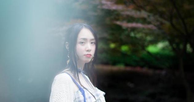 气质美少女写真集,午后的日常街拍,很随性却也很美