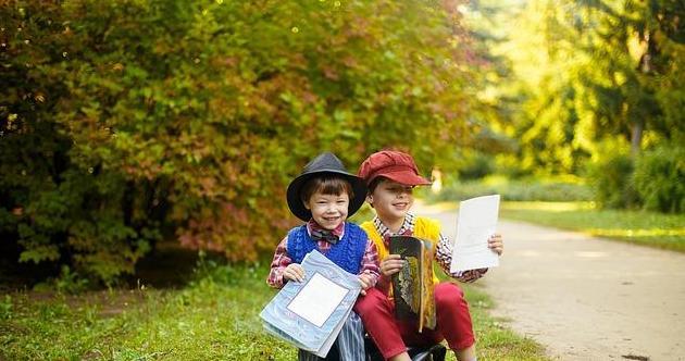 多胞胎的累与乐你听说过吗?来看看双胞胎兄弟之间的来稿玩笑!