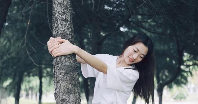 生活:该努力时努力,该玩时尽情玩;不求改变世界,但求活出自己