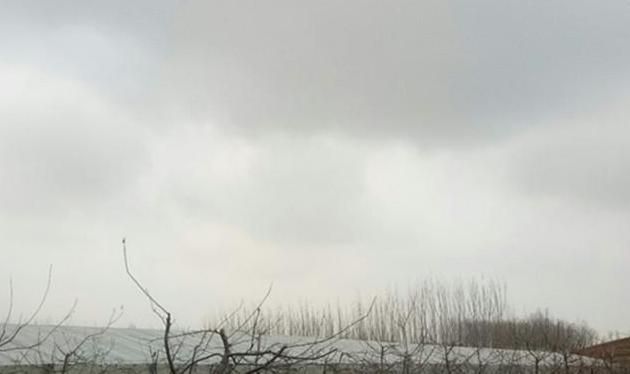 打油诗说农村:大风天,尘飞扬,农民出工如往常