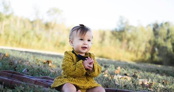 宝宝周岁照寄语温馨唯美的 爱你不止两三天